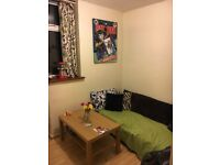 LARGE DOUBLE ROOM IN STRATFORD ONE WEEK DEPOSIT ONLY