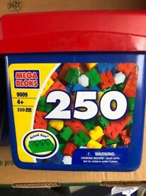 Brand new Lego box mega BlOks 250 pieces Lego set