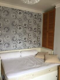 Double room in Hove. All bills included