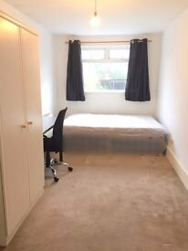 Large Double Room Available In Ealing Boardway- Close to station