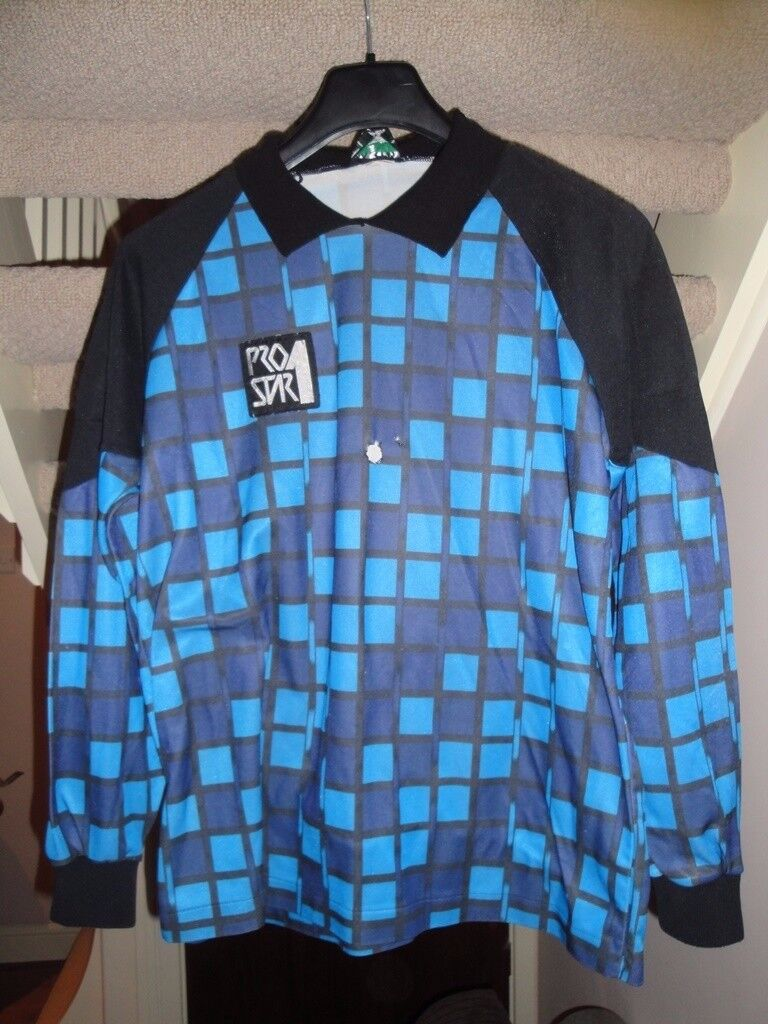 Football shirts for sale – all XL