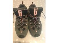 Walking shoes size 6.5