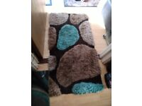 Pebble style rug blue brown
