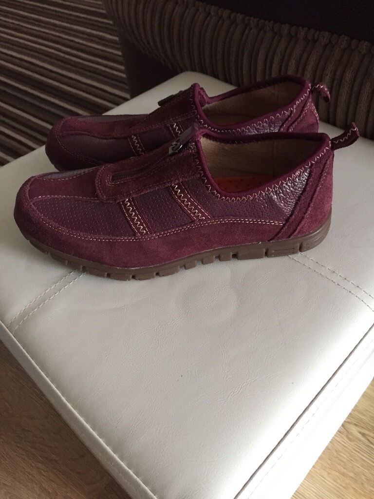 Womens shoes Brand new DASH trainers/flats size 5in Sketty, SwanseaGumtree - Brand new never been worn trainer style flat shoes from DASH. Size 5 dark plum shade with zip in the front. Lightweight with rubber soles. £4 or nearest offer, collect from Sketty