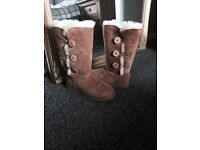 Ugg Boots (Bailey Button) size 5