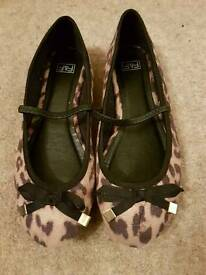 Girls leopard print ballet pumps size q