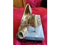 ladies shoes £10 per pair