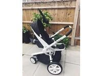 Quinny Moodd pushchair in Black and White