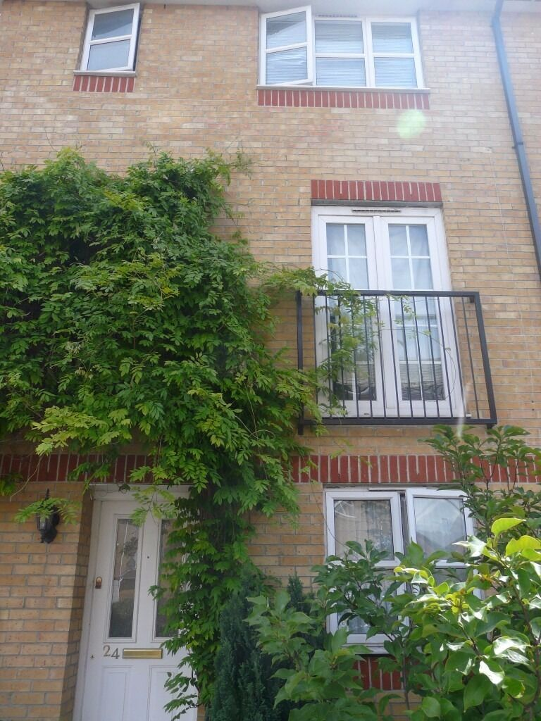 Lovely Spacious Ensuite Room / Thamesmead Area / Furnished w Private Bathroom / Avail 3rd Jan 2017