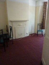 3 Bedroom Ground Floor Flat to Rent in Green Street