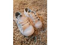 Size 7 adiddas trainers