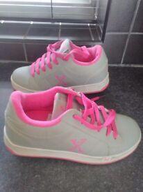 Girls sidewalk heeleys size 3