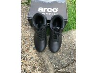 MENS ARCO BLACK SIZE 10 WALKING OR WORKING BOOT TOE PROTECTOR BRAND NEW STILLL BOXED