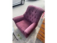 Purple vintage armchair in good condition (can deliver)