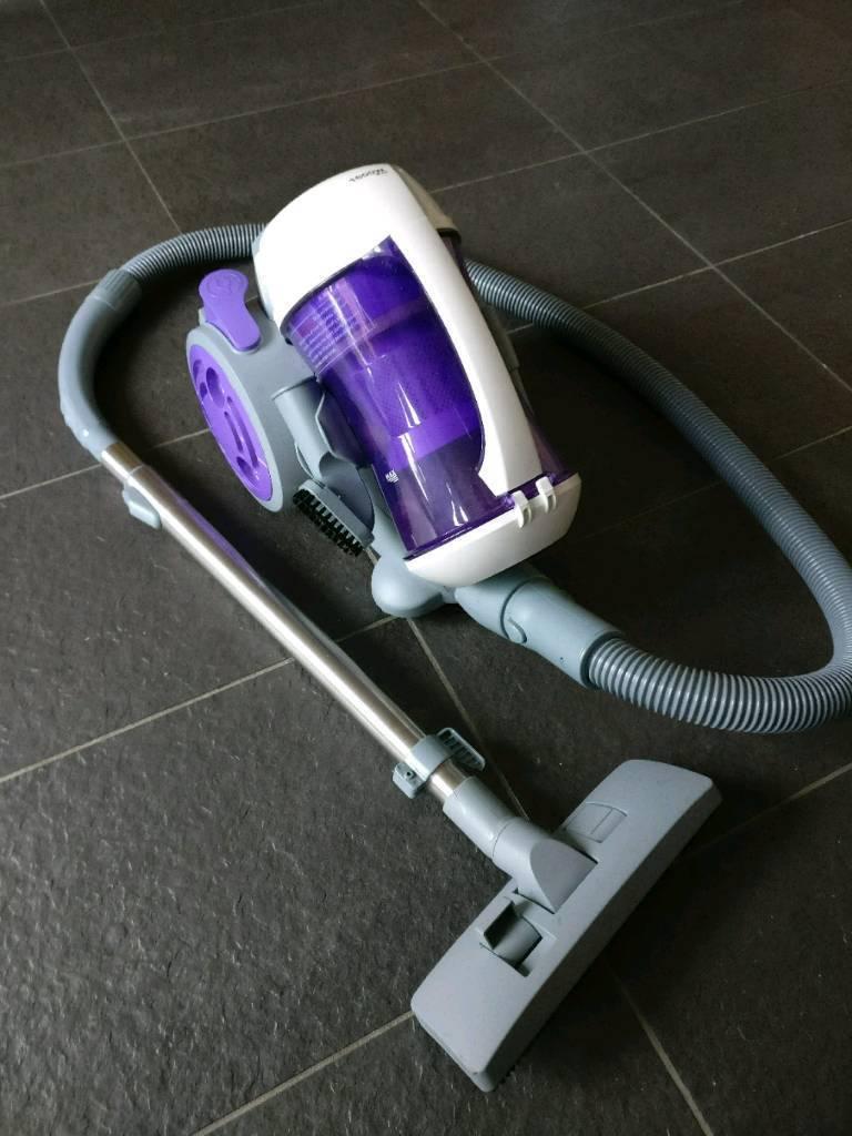 Vacuum Cleaner (Bagless Cylinder, 1600W)