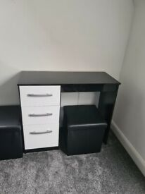 X2 White gloss desk with black gloss frame
