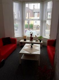 L13 Short Term Let Large one bed flat in Greenfield Road furnished or unfurnished