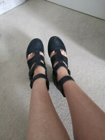 Used black strappy shoes