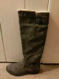 BNIB Size 6 Grey Kneehigh Boots