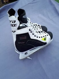 ICE SKATE BOOTS SIZE 8