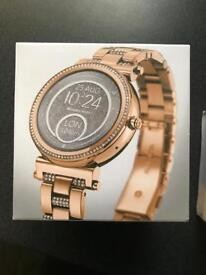 Michael kors smartwatch for woman in gold