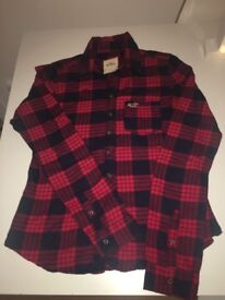 Hollister ladies fitted navy and red shirt