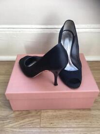 Stiletto navy shoes