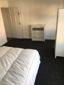 X2 LARGE DOUBLE ROOMS AVAILABLE NOW