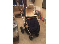 Joolz Day Earth Pram/pushchair immaculate inc raincover and sheepskin cosytoes.