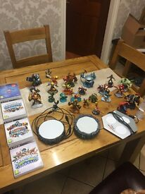 Skylander Games, 3 portals and 27 figures included