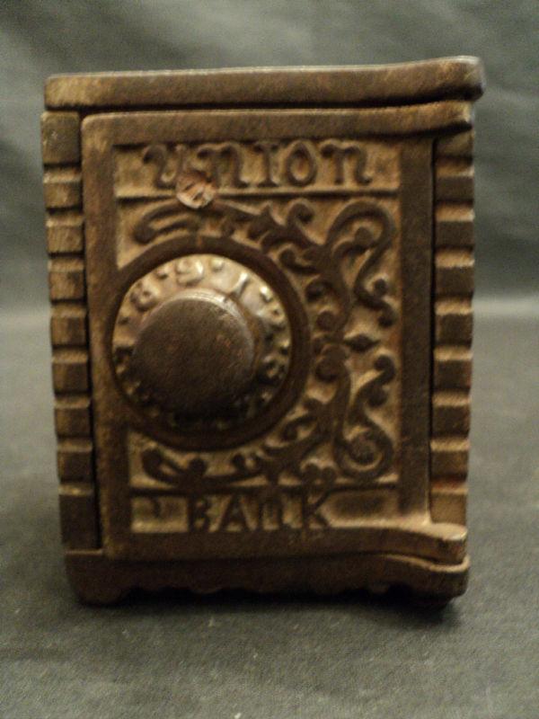 "WONDERFUL ANTIQUE U.S. CAST IRON ""UNION SAFE"" STILL BANK, c. 1900"