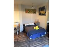 Studio with Patio/Garden Available now for only £ 965 pcm! Call now for viewing today!!!