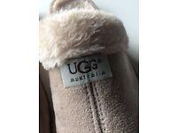 Cream UGG slipper (size 8) *NEW*