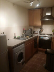 1 bedroom in 2 bedroom flat. 10 min walk from city centre
