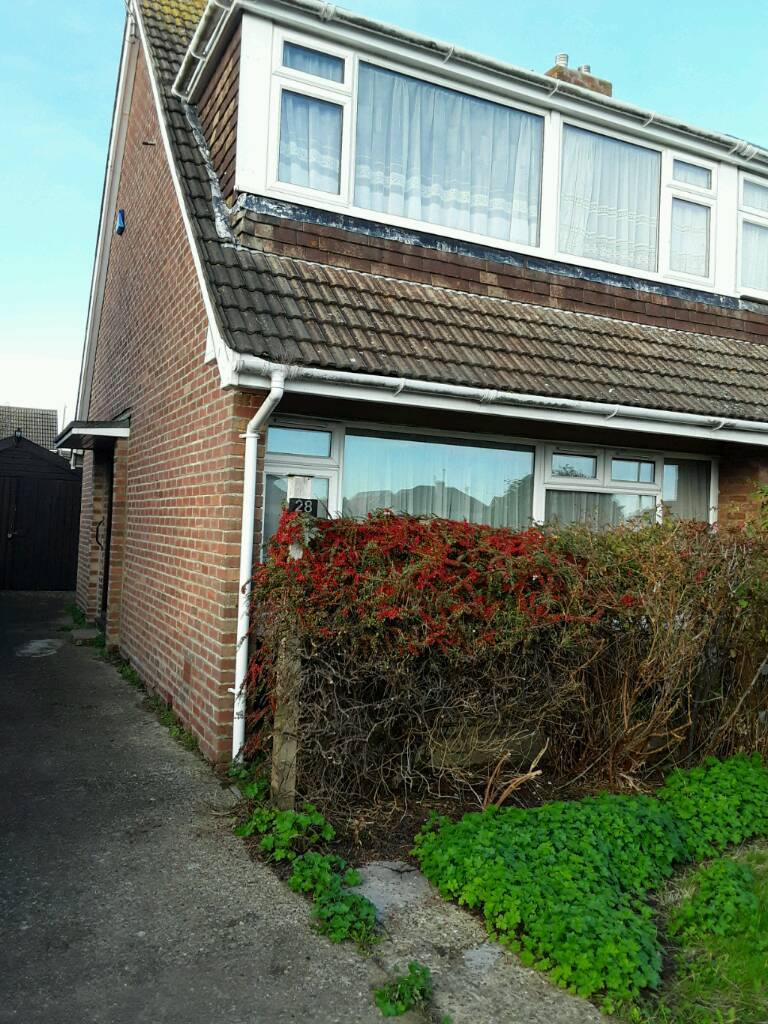 3 bedroom semi detached house in Ashford Kent needs modernising throughout