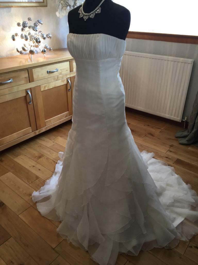 53da876f72fe2 Pronovias Ex-display, like new, designer wedding dress size 8 REDUCED £175