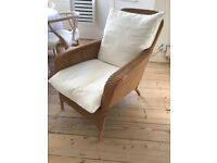 TWO ELEGANT HIGH QUALITY RATTAN / WICKER LOUNGE OFFICE CONSERVATORY CHAIRS WITH FOOTSTALLS
