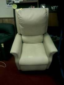 Electric riser chair tcl 16753