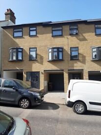 Contractors Accommodation Kent: 4 BEDROOM SHORT STAY FOR RENT IN CHATHAM, KENT