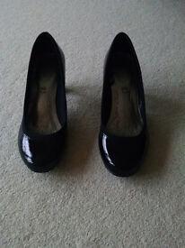 Ladies Black Patent Court Shoes (Size 5.5 UK)