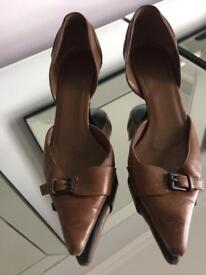 Gucci Tan Leather shoes