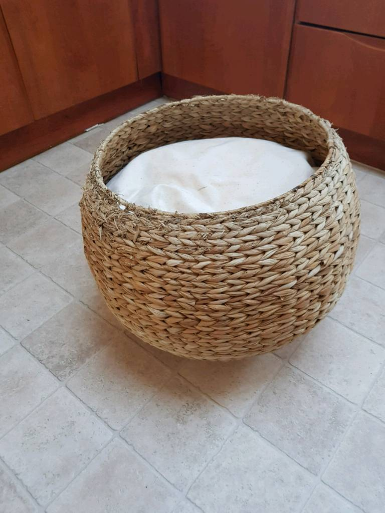 Wicker cat basket bed & cushion