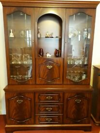 Display/drinks cabinet with glass doors