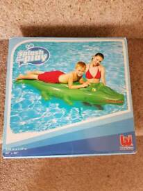 Large inflatable pool lilo