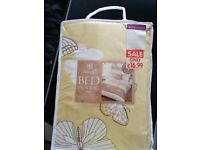 Brand new K i ng size duvet cover. Bed in a bag