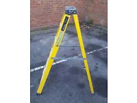 5 tred fibre glass step ladders