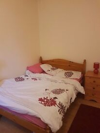 BIG DOUBLE ROOM IN A CLEAN HOUSE CLOSE TO TOWN CENTER