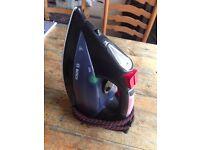 Boxed Bosch TDS1220GB Sensorsteam Steam Generator Iron 3100W -Black/Red *No Accs