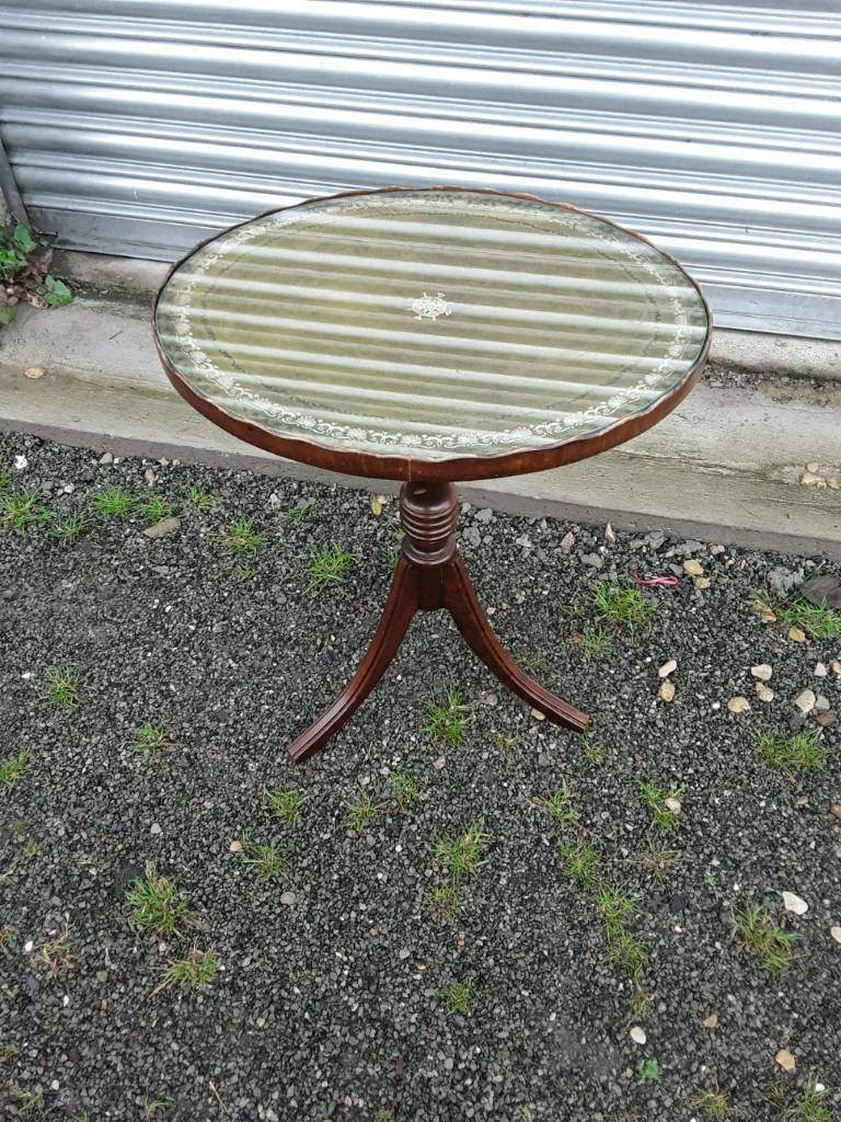 Oval occasional or wine table