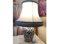 Vintage Chinese Style Floral Design Blue and White Ginger Jar Table Lamp